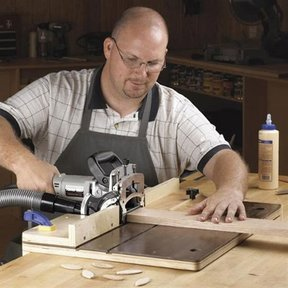 Woodworking Project Paper Plan to Build Accurate-Alignment Biscuit-Joiner Jig