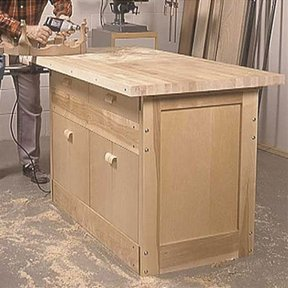Woodworking Project Paper Plan to Build Labor-of-Love Workbench