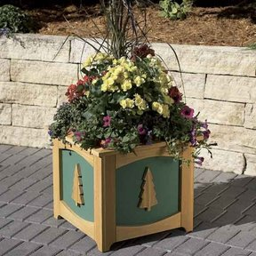 Woodworking Project Paper Plan to Build Patio-Perfect Planter Box