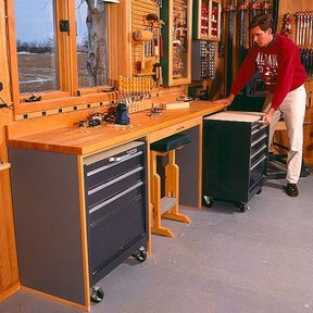 Woodworking Project Paper Plan to Build Space-Saving Workbench