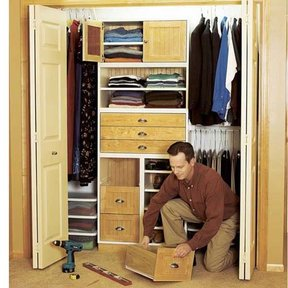 Woodworking Project Paper Plan to Build Super-Flexible Closet Storage System